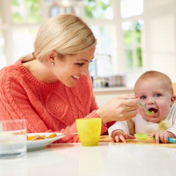 svezzamento-dei-bambini-la-tabella-degli-alimenti_900x760